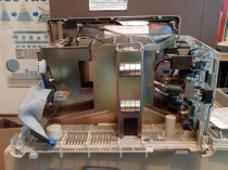 VAXmate with some boards removed. Floppy disk drive connections on the left.